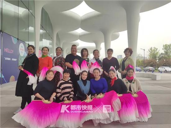 杭州有一位廣場舞明星 他是個57歲200多斤的男人