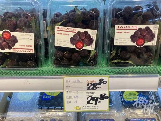 杭州入夏了 水果店里酸酸甜甜的杨梅已经大量上市了