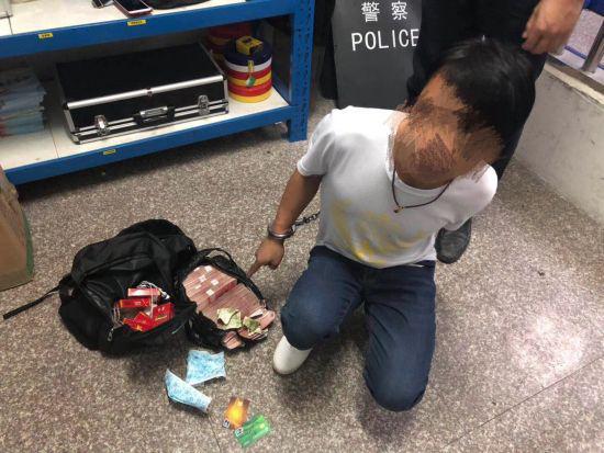 梁某被警方抓获,并当场搜出现金17万余元及其他财物 警方提供