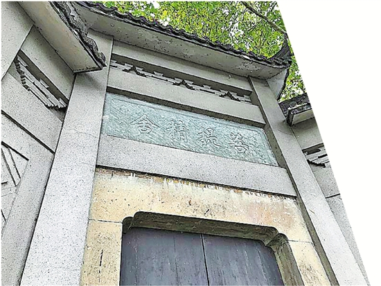 """高达6米的""""菩提精舍""""门楼。"""