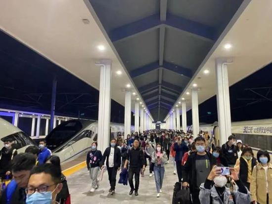 恢复9成多 清明小长假首日铁路杭州站发送旅客38万余人