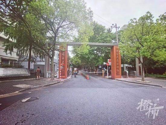 红菱社区小区改造后的新大门