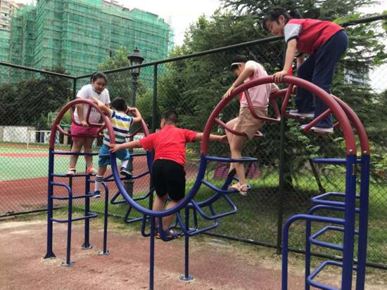 探访杭州小学暑托班第一天 家长们表示明年还想来