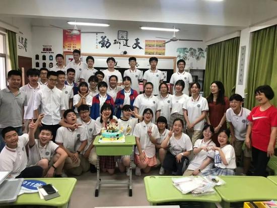 杭州目前最年轻的中学副校长 95年出生入职才4年