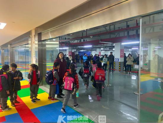 试运行地下车库接送中心 杭1学校放学时间几乎没有车