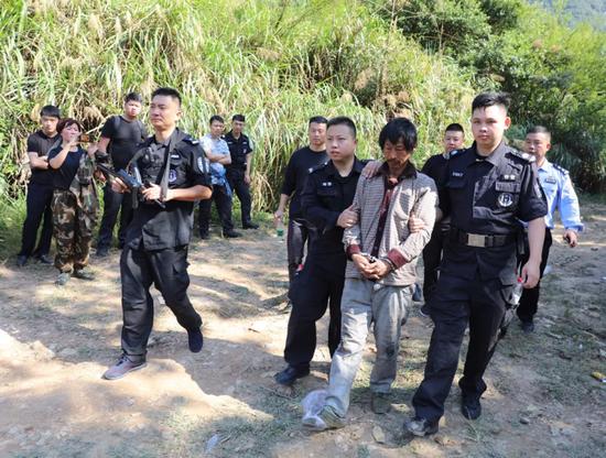 浙江仙居悬赏20万的命案逃犯朱友福在一山洞内被抓获