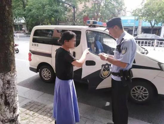 浙江一考生临考发现忘带身份证 民警奔袭12公里送到