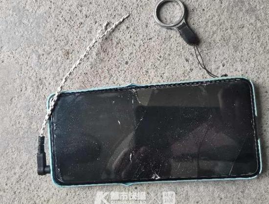 26岁男子因看手机殒命高速 杭州高速交警看完监控叹息