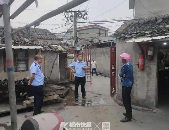 台州玉环一荒废祠堂半夜有动静 民警上门看究竟