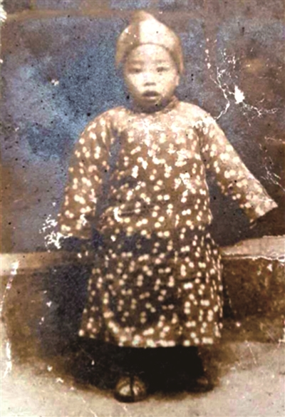 王百川一直带在身边的王茂富一岁时的照片