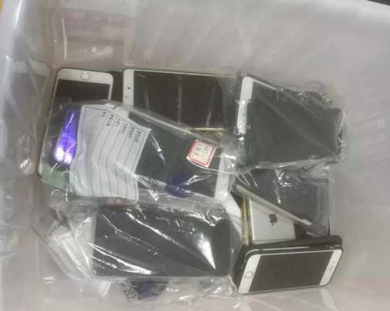 ▲缴获的部分涉案手机