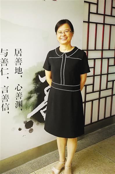杭州市富阳区渌渚镇中心小学教师钟小凤,从教26年。