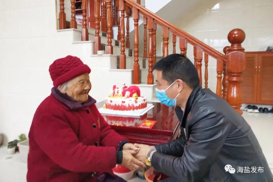 通元滕泾村为百岁老人送祝福