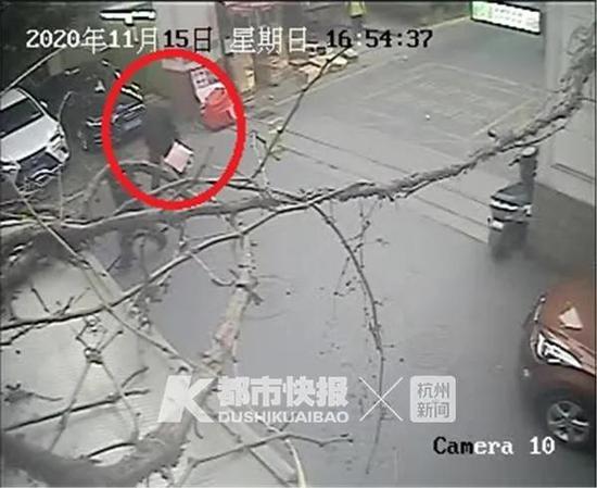 偷鄰居包裹被拍到