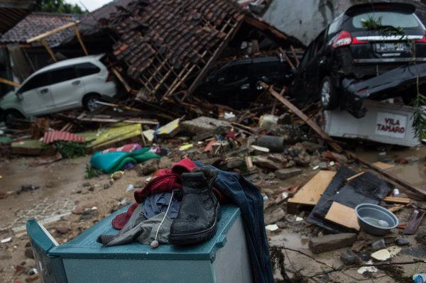 在印度尼西亚万丹省板底兰,海啸过后一片狼藉。 新华社发(维里摄)