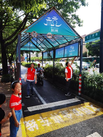 更美观更贴心 杭州街头的非机动车道遮阳棚悄然变身