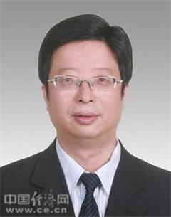 钱三雄,男,汉族,1967年11月生,浙江绍兴人,1988年12月加入中国共产党,1990年8月参加工作,大学学历。