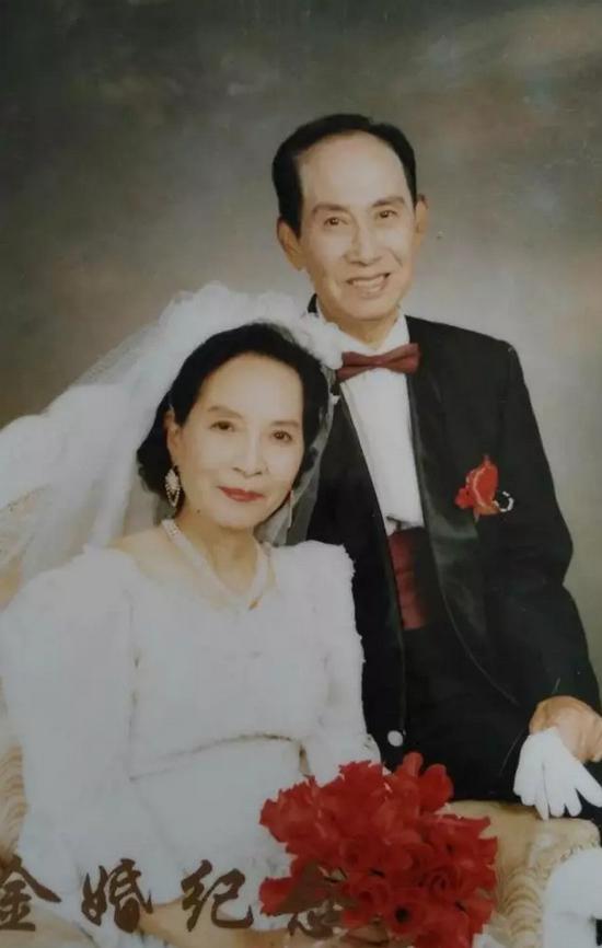 香烟灰飞烟灭的囹�a_(李乾棣和黄振颖金婚纪念照)