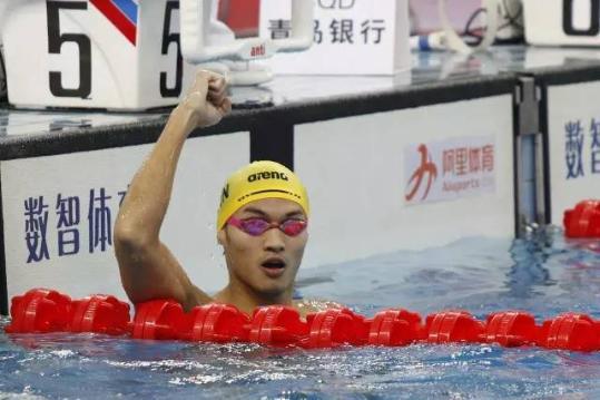 2017全国游泳冠军赛男子200仰泳:徐嘉余破纪录夺冠/视觉中国
