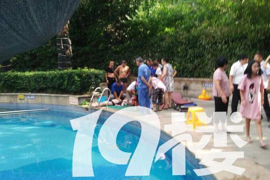 漏电�y��:(�y�k�c���!�f_杭州1小区泳池漏电 3人触电11岁女孩心跳骤停(图)