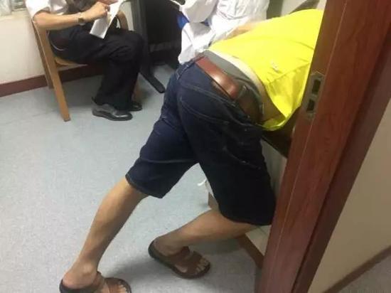 杭州男子吃了两条小黄鱼 肚子疼到直不起腰来