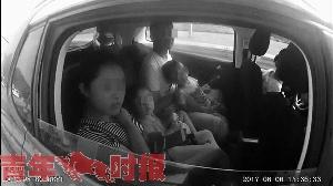 杭长高速10个小时查获16起超员 有孩子躺车地板上