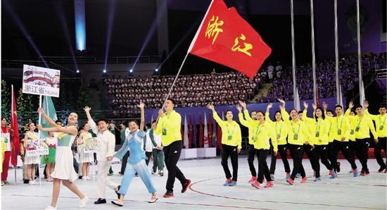 全国第十三届学生运动会昨在杭开幕 孟关良点燃圣火