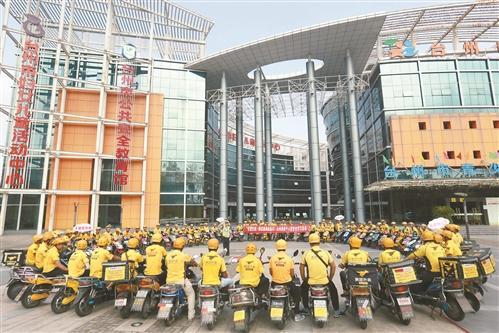台州110名外卖小哥举行交通安全文明骑行宣誓活动