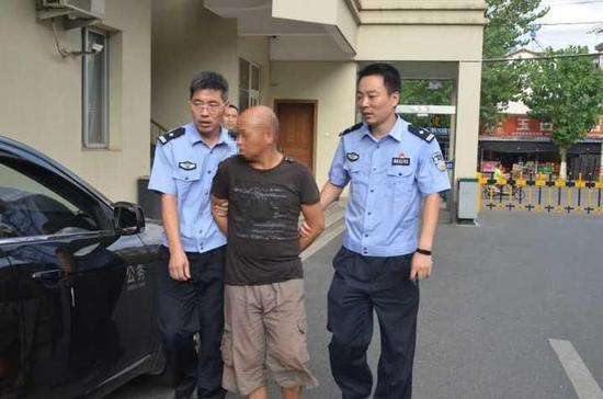 衢州1男子杀害女友流浪14年 回老家落网