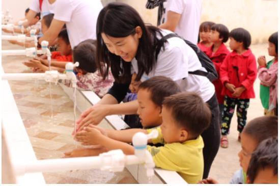 孟山都基金会志愿者与幼儿园小朋友互动