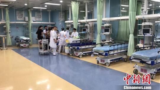 图为宁波市李惠利东部医院急诊抢救室 应红燕 摄