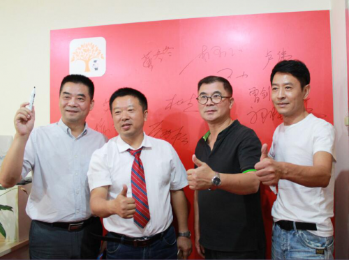 从左至右依次是:彭劲松、杜杰、曾剑锋、郭晓峰