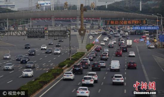 全国各地迎来返程客流高峰。刘德斌 摄 图片来源:视觉中国