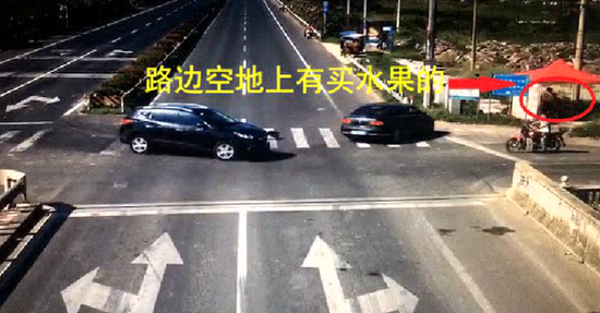 这种选择加速通过的方式是非常危险的,很多路口交通事故,就是在这种情况下发生的。