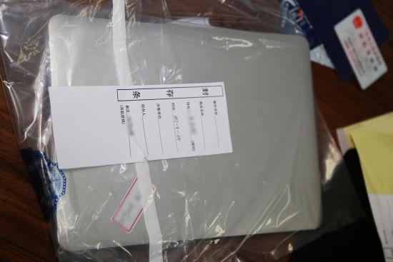 图为:涉嫌用于窃取公民信息的笔记本电脑。杭州警方供图