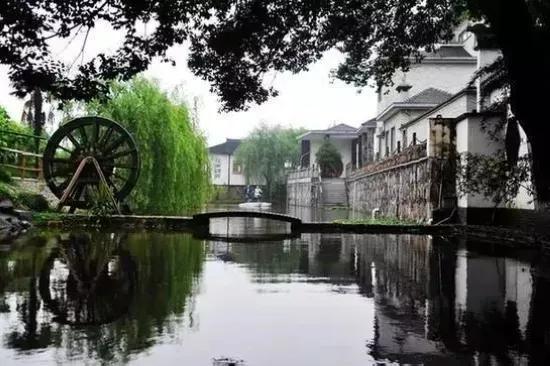 """云龙村是传统的蚕桑生产基地,素有""""银茧之乡""""之称。"""