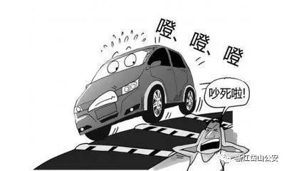 10月30日15时许,岱山县公安局城郊派出所接到群众报警称有人故意损坏高亭镇某十字路口的减速带。