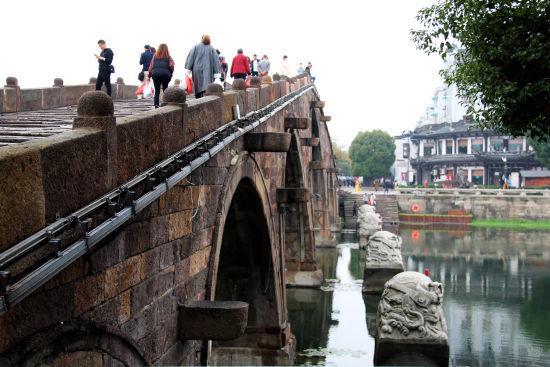 图为:广济桥面貌焕然一新。 柱子 摄