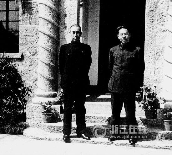 1937年3月,周恩来(左)与国民党谈判代表张冲在杭州。