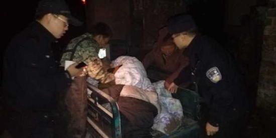 杭州八旬老人深夜落水瑟瑟发抖 警民联手救助(组图)