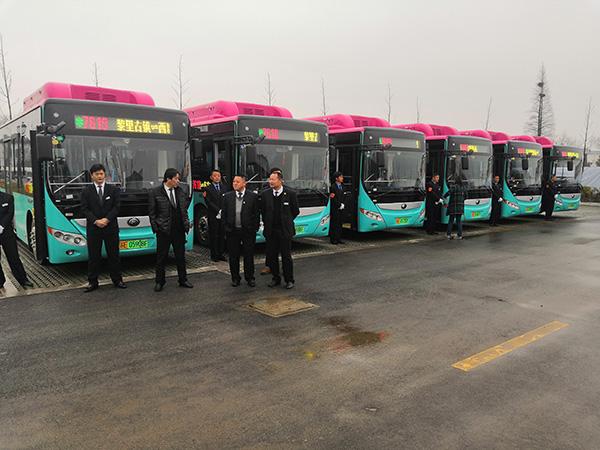 即将发车的省际毗邻公交。澎湃新闻记者 杨帆 摄