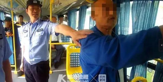 台州7旬老伯坐公交少投1块钱 辱骂司机咬伤警察被拘