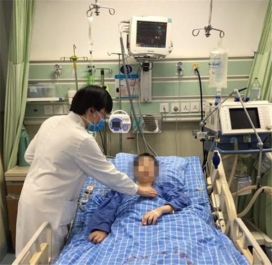 图为小齐患糖尿病酮症酸中毒入院治疗 医院供图