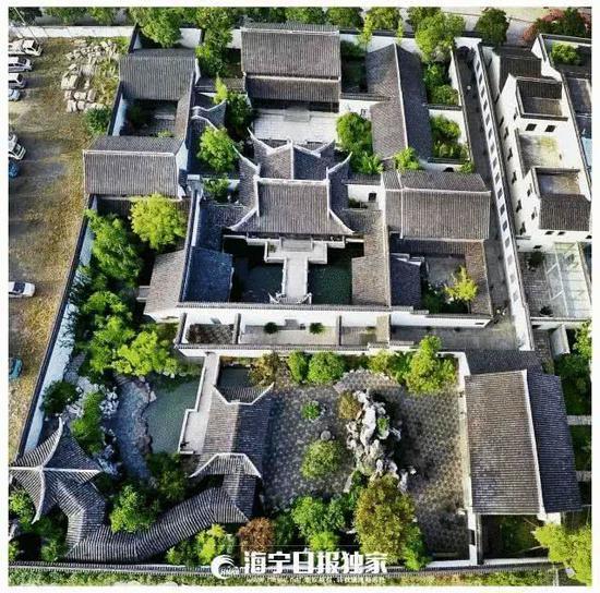 △2008年9月18日,参加金庸书院奠基仪式,亲手种下两棵桂花树。