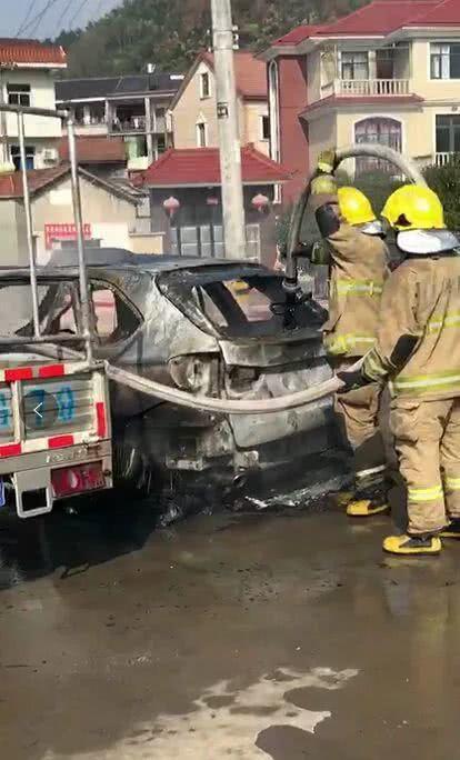 将近用了20分钟时间,消防队员控制了火势,进而将火扑灭。