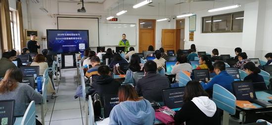 无锡大力发展信息化教育 近200名信息技术教师接受核桃编程培训