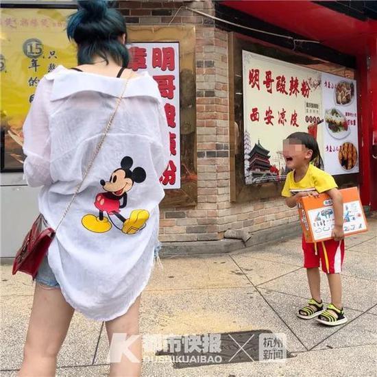 2018年6月,纱帽河,米老鼠与哭泣的小孩。