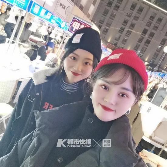 金丽娜(左)和张丽红(右)