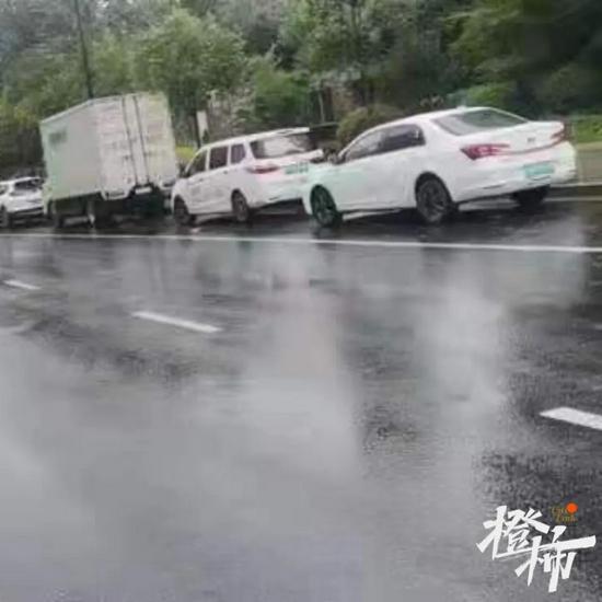 杭州道路泊位停车仍免费 应急响应等级下降后及时驶离