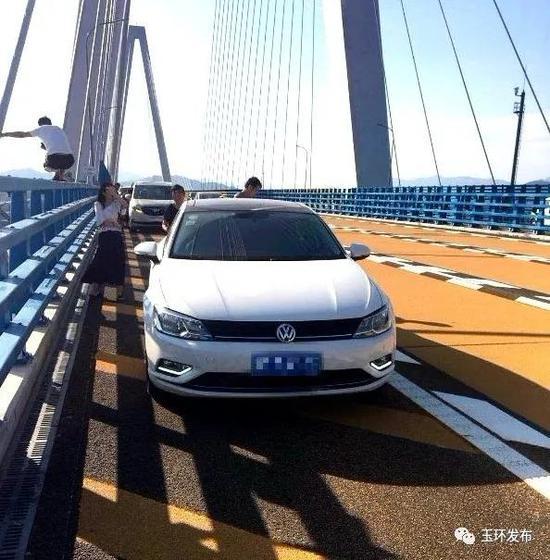 乐清湾大桥上违法行为层出不穷 高速交警多手